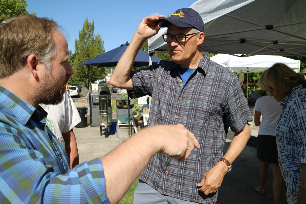 Gov. Jay Inslee chats with WSFMA ED Will O'Donnnell